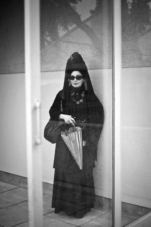 Diane Pernet, portrait, noir & blanc, hyeres, villa noailles