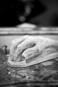 Yves Saint Laurent, moulage main.